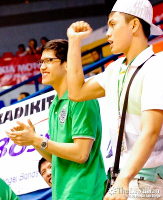 Luigi de la Paz and Tampus on the sidelines during the DLSU-UST game.
